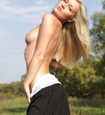 x-art_chantal_the_exhibitionist_fhg-8-sml