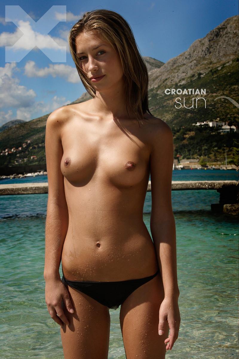 Юные модели nude 23 фотография